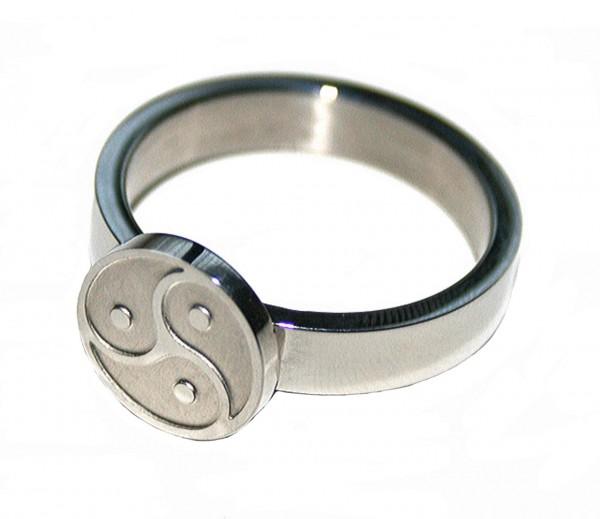 BDSM Ring Symbol Peitschenrad Triskele