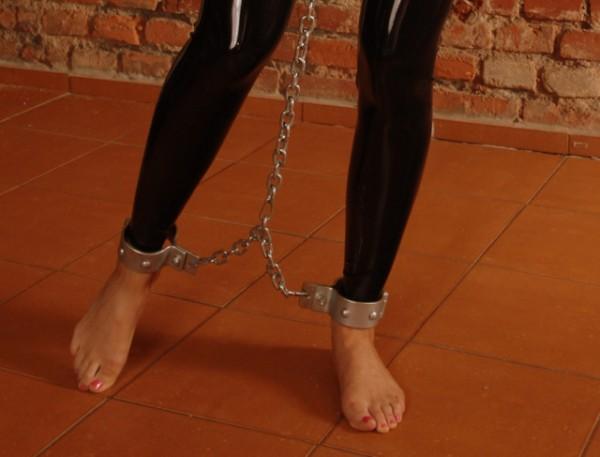 Stahlfesseln Stahlschellen Fußfesseln DUNGEON