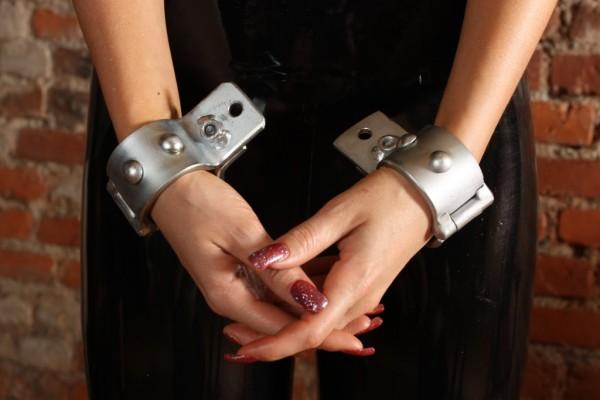 Stahlfesseln Stahlschellen Handfesseln DUNGEON
