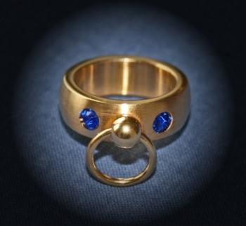 BDSM Ring der O mit 2 Steinchen - blau