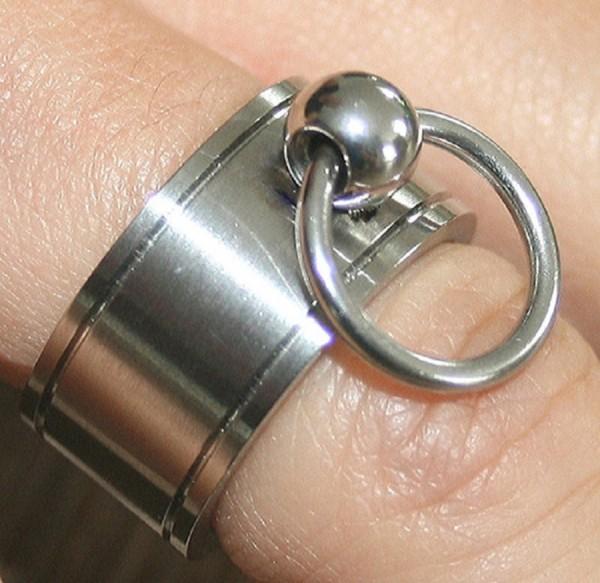 BDSM Ring gerillt
